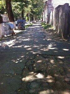 Sprucken trottoar