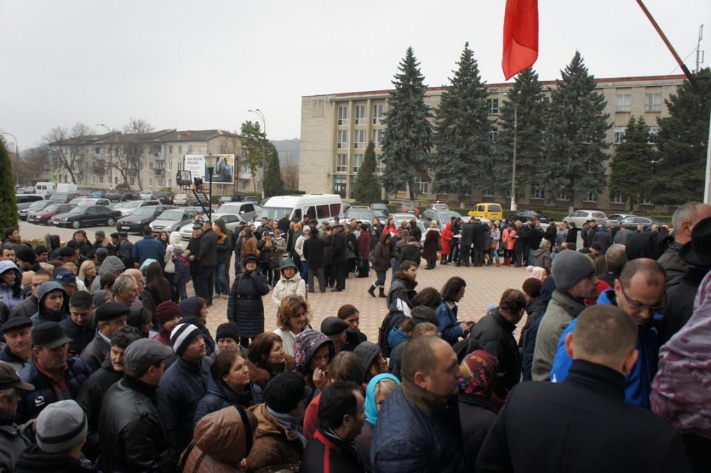 Folkmassa på torg