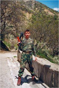 Jägarsoldat i tadzjikistanskt bergsområde