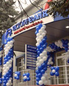 Europeiska utvecklingsbanken (EBRD) beslöt nyligen att försöka stabilisera Victoria Bank som var inblandad i skandalen genom att utöka sin ägarandel till 27.5 procent.