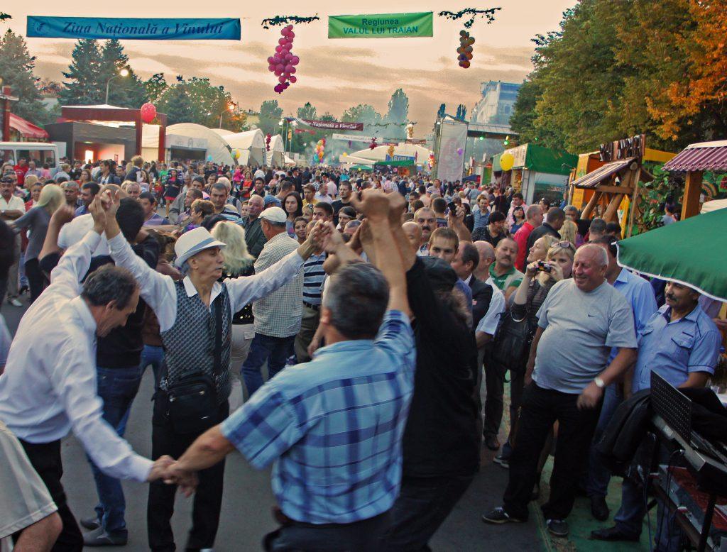 Vinet har en officiell helgdag i Moldova. Då bjuds allmänheten att testa de senaste årgångsvinerna. (foto:Torgny Hinnemo)