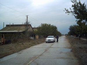 I byn Sari Bash på steppen fick tatarerna vänta på vatten i flera år efter återkomsten. När Ryssland annekterade Krim stängdes vattnet av igen. (foto: Torgny Hinnemo)