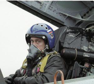Pilot i jaktflygplanskabin